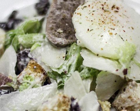 Салат из языка с яйцом пашот